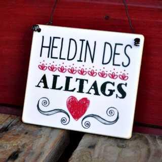 Schild HELDIN des ALLTAGS