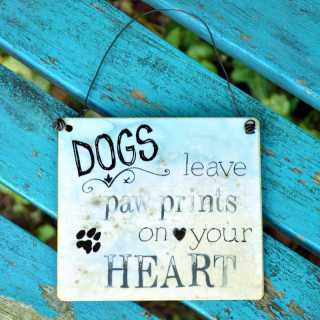 Schild DOGS leave PAW PRINTS on your HEART