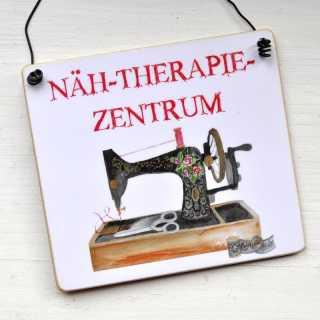 Schild mit Spruch NÄH-THERAPIE-ZENTRUM