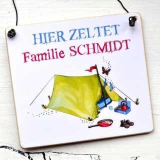 Dekoschild für Campingfreunde HIER ZELTET Familie Mustermann