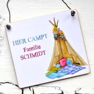 Campingschild HIER campt Familie Mustermann ZELT