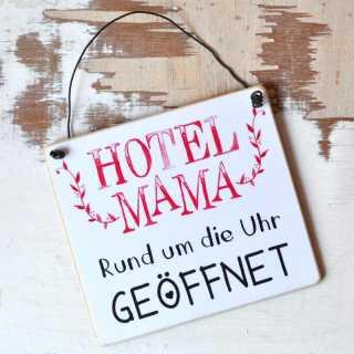 Schild für Mütter HOTEL MAMA rund um die Uhr geöffnet