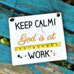 Schild Keep calm GOD is at WORK