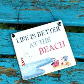 Schild für Urlauber LIFE is better at the BEACH