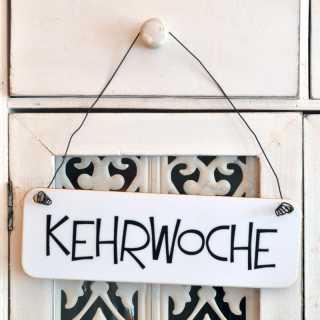 Schild KEHRWOCHE