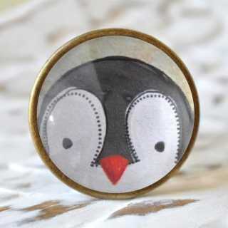 Kinder Möbelknopf mit Tiermotiv fürs Kinderzimmer Pinguin alt Messing brüniert (altgoldener Look)