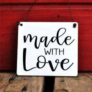 Schild mit Spruch Made with Love