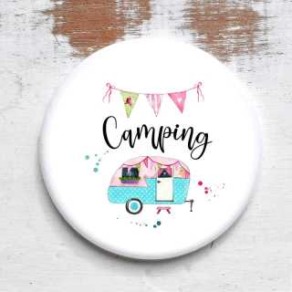 Button Camping mit Wohnwagenmotiv
