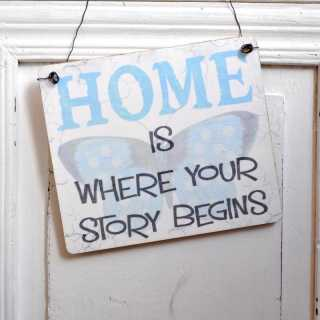 Schild aus Holz HOME IS WHERE YOUR STORY BEGINS