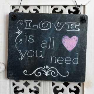 Hochzeit Schild LOVE IS ALL YOU NEED Tafel-Design