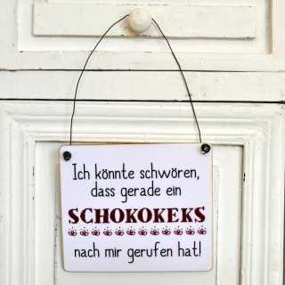 Schild mit Spruch SCHOKOKEKS HAT GERUFEN